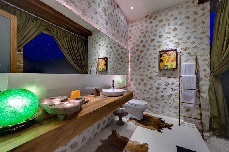Villa Kingfisher Bathroom   Nusa Lembongan, Bali
