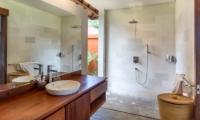 Villa Lotus Lembongan En-suite Bathroom | Nusa Lembongan, Bali