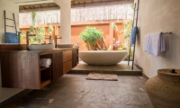 Villa Lotus Lembongan Master Bathroom | Nusa Lembongan, Bali