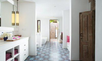 Villa Mamoune Guest Bathroom   Umalas, Bali