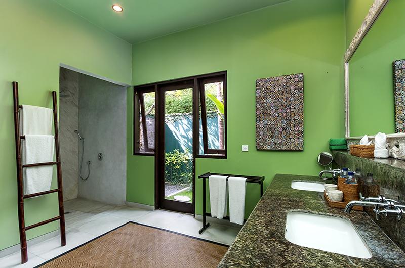 Villa Theo Bathroom with Shower | Umalas, Bali
