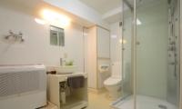 Maki Cottage Bathroom One   Hakuba, Nagano