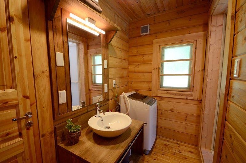 Maki Cottage En-suite Bathroom   Hakuba, Nagano