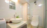Maki Cottage Bathroom   Hakuba, Nagano