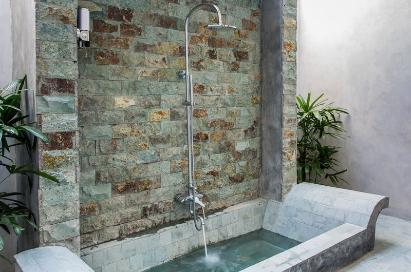 Joglo House Lombok Bathtub | Lombok | Indonesia