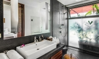 Laemsingh Villa 3 Bathroom | Surin, Phuket