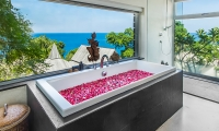 Laemsingh Villa 3 Bathtub | Surin, Phuket