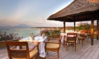 Batu Karang Lembongan Resort Outdoor Dining | Nusa Lembongan, Bali