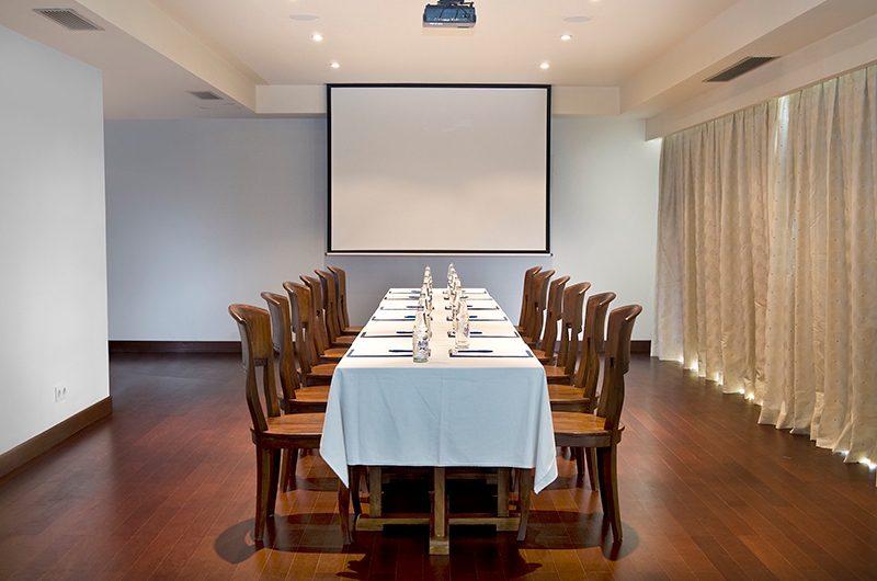 Batu Karang Lembongan Resort Meeting Table | Nusa Lembongan, Bali