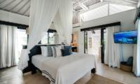 Batu Karang Lembongan Resort Spacious Bedroom with TV   Nusa Lembongan, Bali