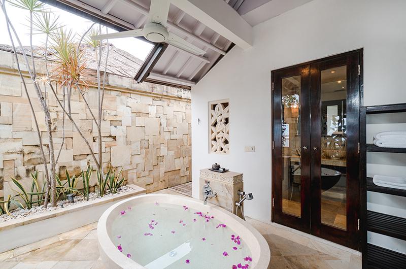 Batu Karang Lembongan Resort Bathtub with Rose Petals   Nusa Lembongan, Bali