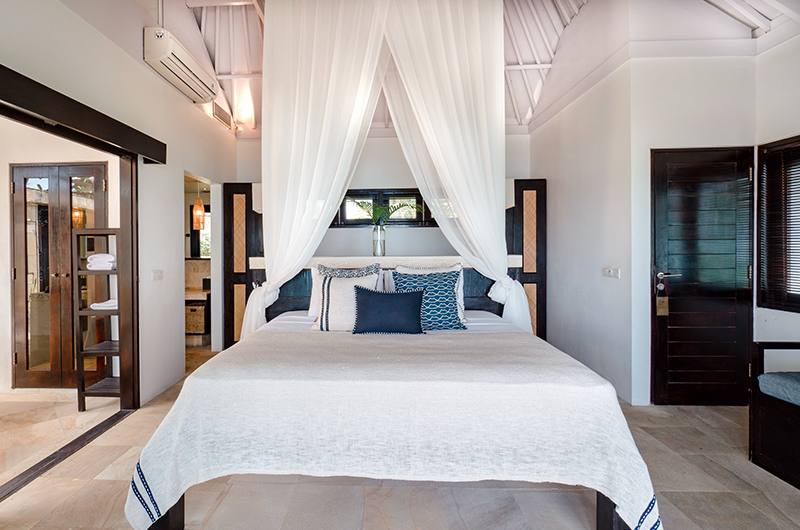 Batu Karang Lembongan Resort Bedroom with Four Poster Bed   Nusa Lembongan, Bali