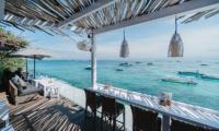 Batu Karang Lembongan Resort The Deck Dining Table   Nusa Lembongan, Bali