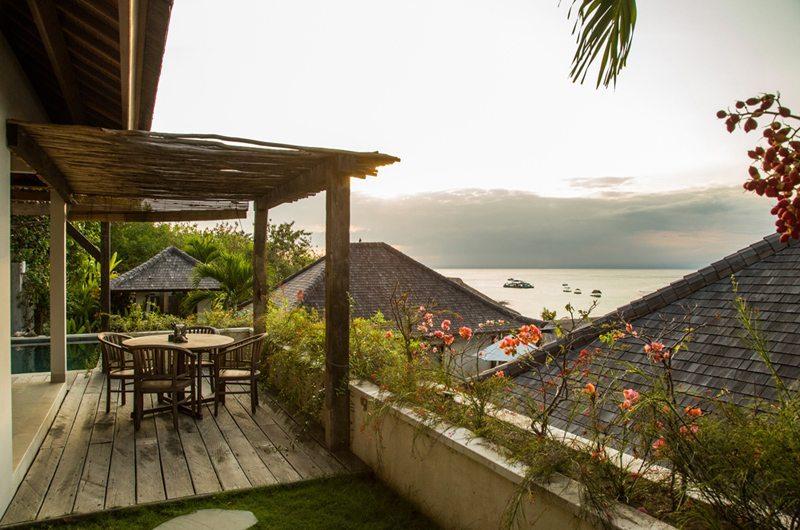 Bersantai Villas Villa Kundalini Outdoor Dining | Nusa Lembongan, Bali