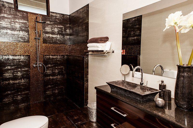 Castaway 3Br En-suite Bathroom | Nusa Lembongan, Bali