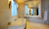 K Villas En-suite Bathroom | Petitenget, Bali