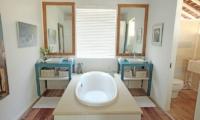 The Beach Shack En-suite Bathroom | Nusa Lembongan, Bali