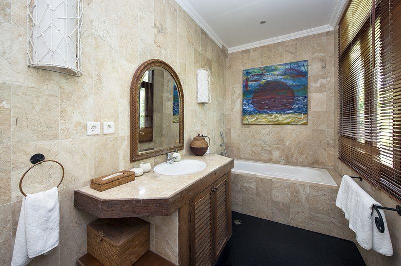 Villa Anyar En-suite Bathroom | Umalas, Bali