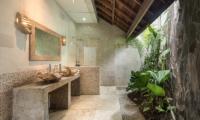 Villa Massilia Tiga Semi Open Bathroom | Seminyak, Bali