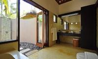 Villa Sasoon Bathroom | Candidasa, Bali