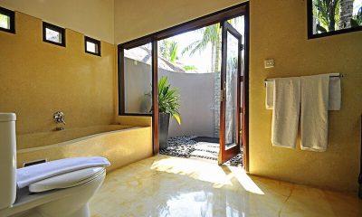 Villa Sasoon En-suite Bathroom | Candidasa, Bali