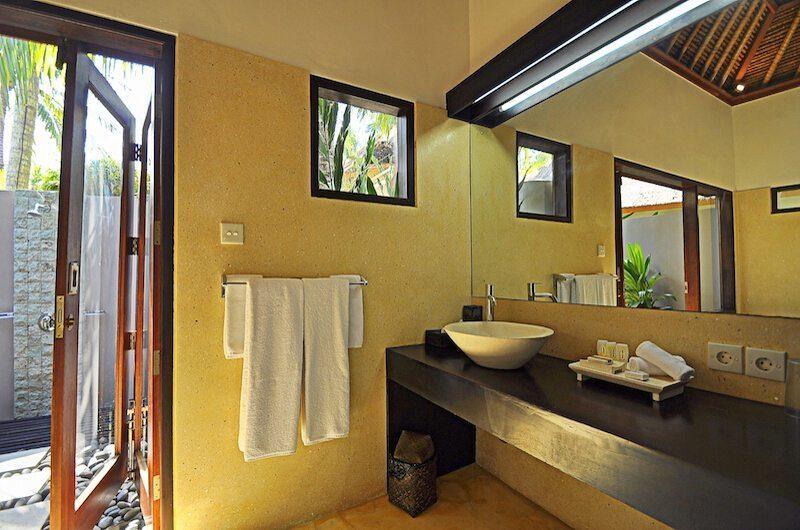 Villa Sasoon Guest Bathroom | Candidasa, Bali