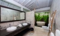 Villa Tranquilla En-suite Bathroom   Nusa Lembongan, Bali