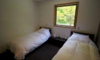 Phoenix Chalets 2br Twin Bedroom | Hakuba, Nagano