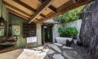 Villa Samudra Octagonal Bathroom with Bathtub | Koh Samui, Thailand