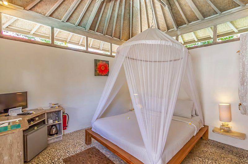 Les Villas Ottalia Gili Meno Bedroom with Lamps | Gili Meno, Lombok