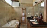 Vila Ombak En-suite Bathroom | Gili Trawangan, Lombok