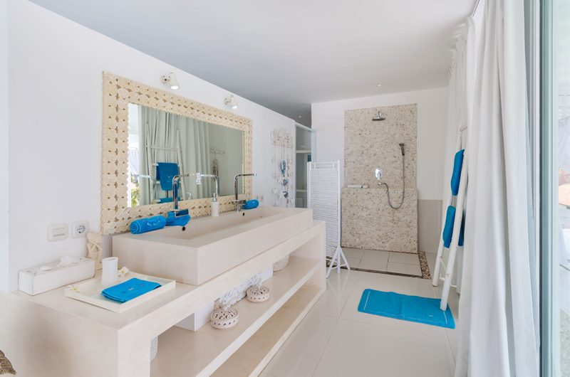 Villa Gili Bali Beach Bathroom One | Gili Trawangan, Lombok