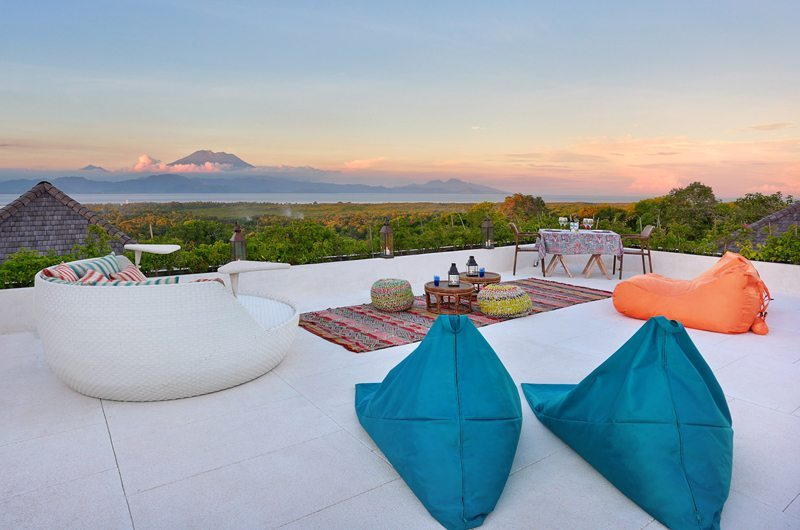 353 Degrees North Outdoor Lounge | Nusa Lembongan, Bali