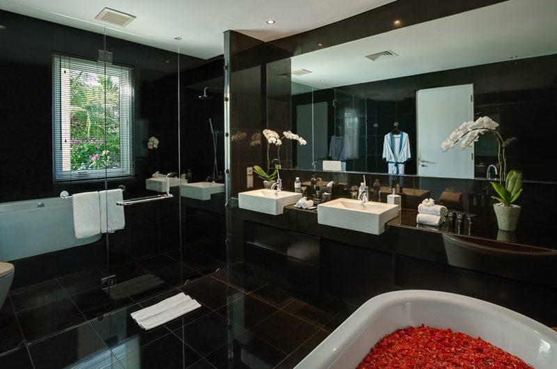 Grand Cliff Front Residence En-suite Bathroom | Uluwatu, Bali
