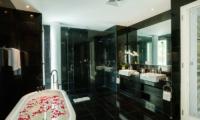 Grand Cliff Front Residence Bathroom | Uluwatu, Bali