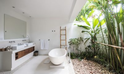 Villa Tjitrap Open Plan Bathtub with Mirror | Seminyak, Bali