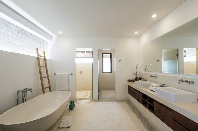 Villa Tjitrap Bathroom with Bathtub | Seminyak, Bali
