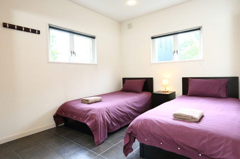 Powdersuites Twin Bedroom | Hakuba, Japan