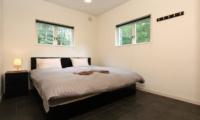 Powdersuites Guest Bedroom | Hakuba, Japan