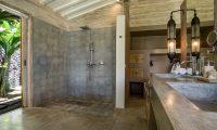Villa Mannao Shower Area | Kerobokan, Bali