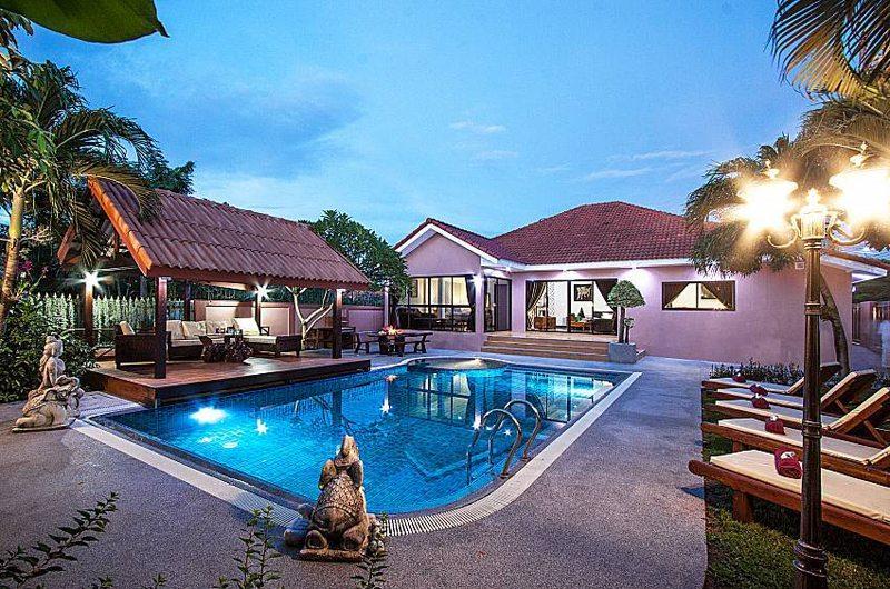 Baan Chatmanee Swimming Pool   Pattaya, Thailand