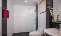 Baan Chatmanee Guest Bathroom | Pattaya, Thailand