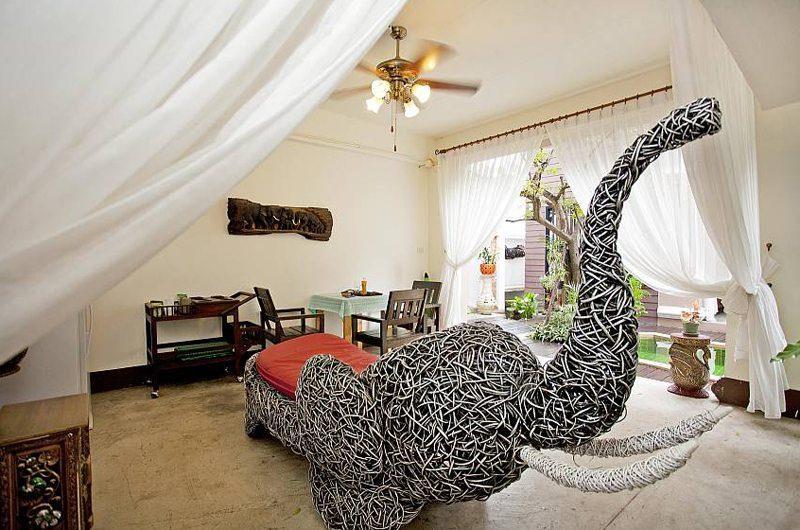 Jomtien Lotus Villa Lounge | Pattaya, Thailand