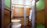 Jomtien Lotus Villa Bathroom One | Pattaya, Thailand