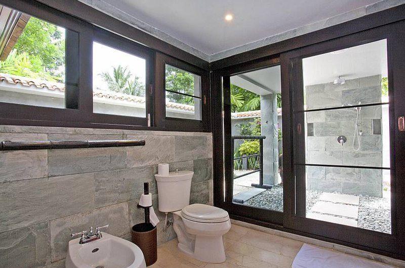 The Tamarind En-suite Bathroom | Pattaya, Thailand