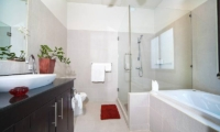 Villa Gaew Jiaranai En-suite Bathroom   Phuket, Thailand