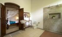 Coconut Grove En-suite Bathroom | Koggala, Sri Lanka