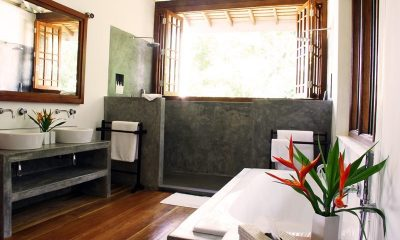 Lassana Kanda Bathroom   Galle, Sri Lanka