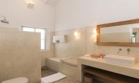 Suriyawatta Spacious Bathroom | Weligama, Sri Lanka