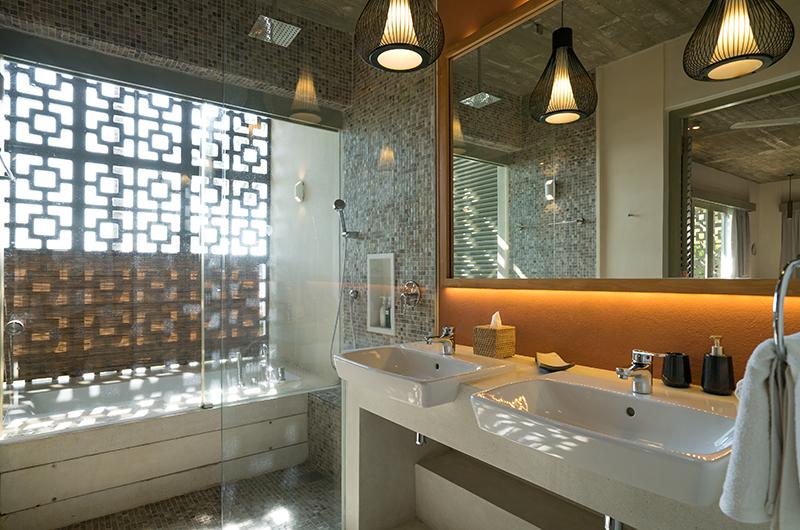 Talalla House Bathroom with Bathtub | Talalla, Sri Lanka